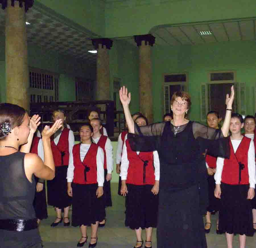 El Coro femenino de San Francisco, California, de gira por Cuba